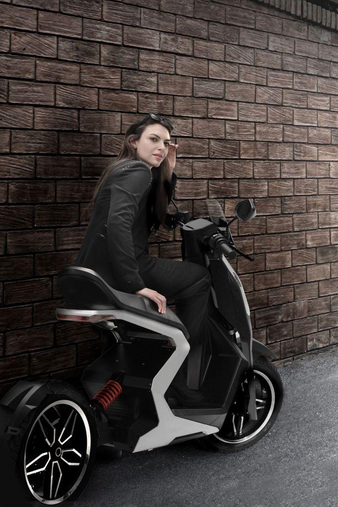 Zapp I300 🛵 電動スクーター 2020